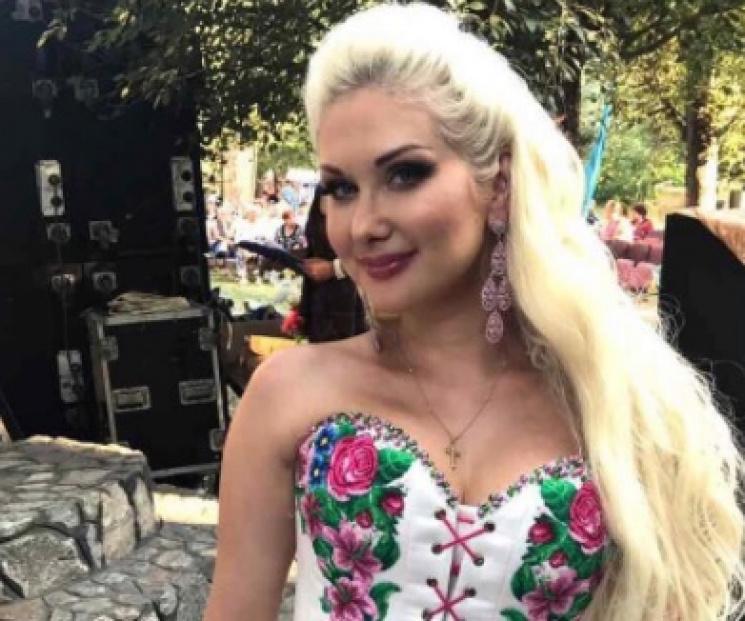 Бужинська помолилася за мир в Україні під час гастролей