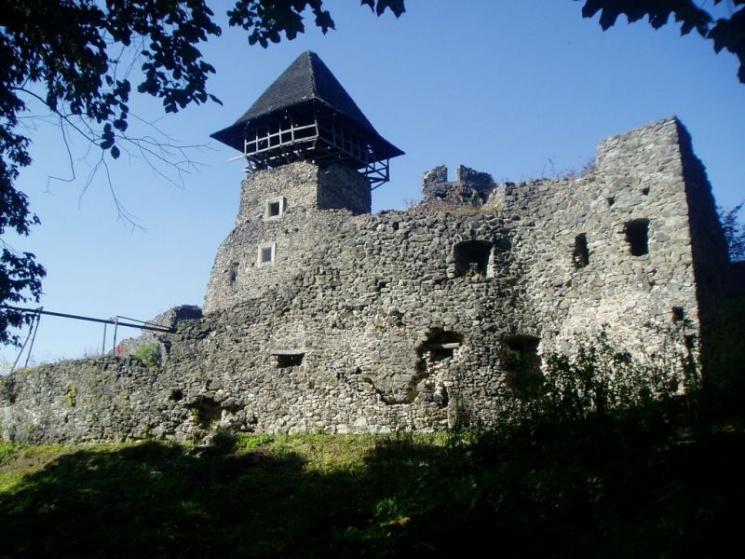 Не до туристів: Невицький замок хочуть з…