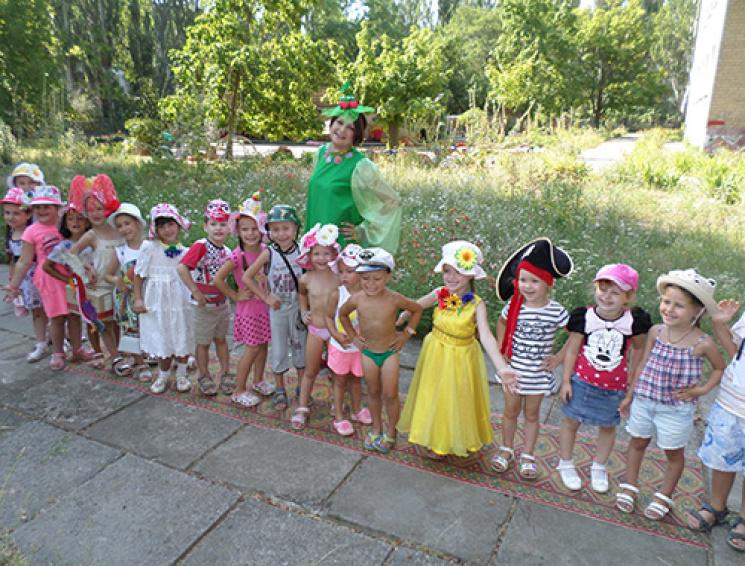 Запорізьке ноу-хау: Як малечу вберігають від спеки на Фестивалі панамок