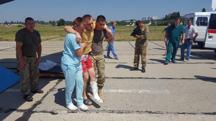 ДоОдеси прибув борт із пораненими взоні АТО бійцями