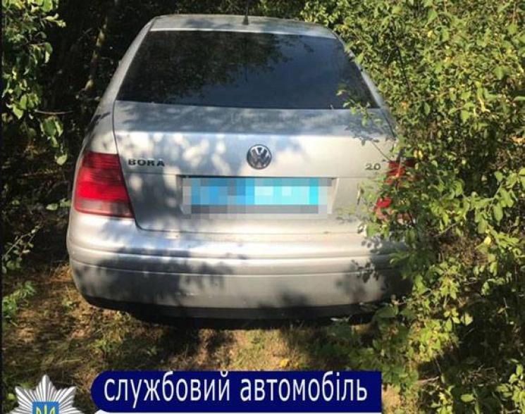 ВОдещині четверо чоловіків напали наполіцейських тазабрали їхнє авто