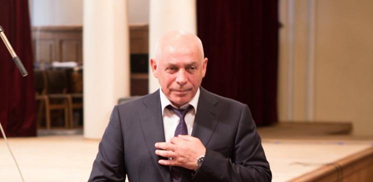 Хірург з Одеси, що рятував бійців в зоні АТО, став кращим лікарем України