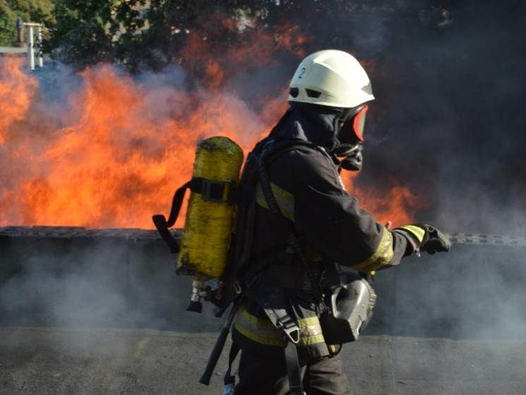 Рятувальники розмістили відео ліквідації пожежі на підприємстві у Дніпрі