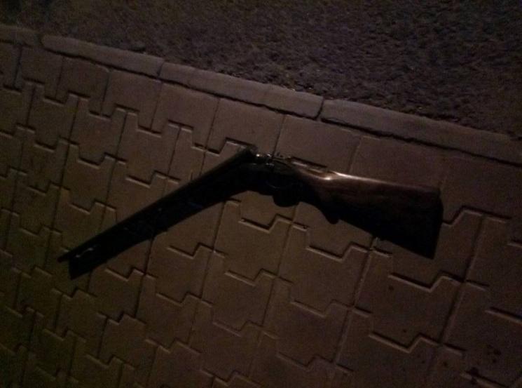 """Миколаївський """"свободівець"""" підстрелив двох молодиків біля свого будинку"""