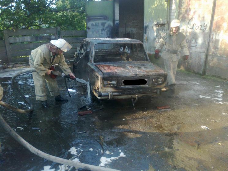 У Гуляйполі вщент згорів легковик
