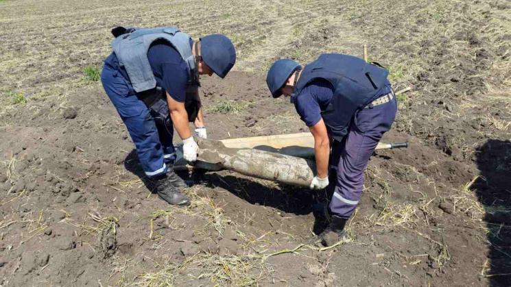 На Кропивниччині знайшли артснаряд та бомбу