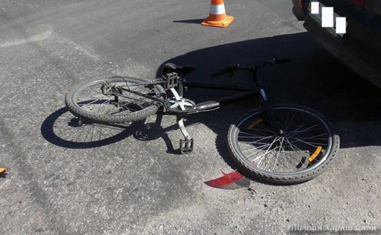 У Харкові водій авто та велосипедист не поділили перехрестя