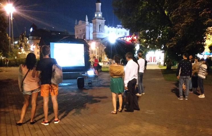На пішохідній Контрактовій у Києві можна буде дивитися кіно