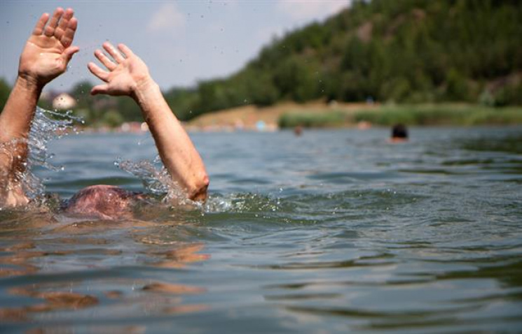 За добу на Одещині потонули два чоловіки