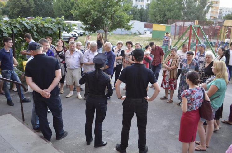 Шляхом до громади: У Хмельницькому копам допомагатимуть містяни