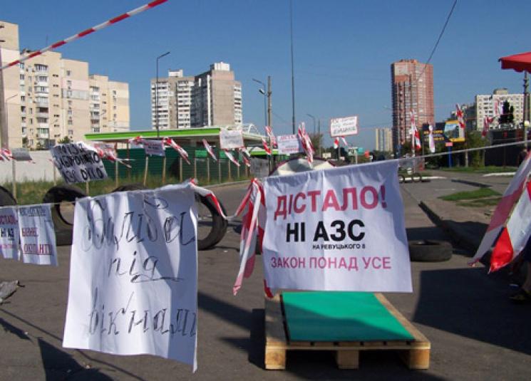 В Киеве продолжают блокировать улицы, пр…
