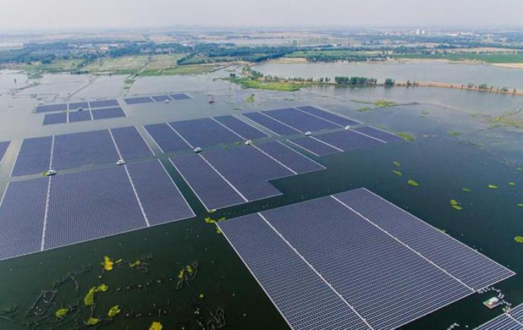 В КНР начала работу крупнейшая вмире плавучая электростанция насолнечной энергии