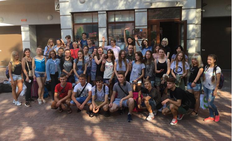 Гібридні розваги: Чому 70 українських школярів повезли на екскурсію в Москву та Пітер