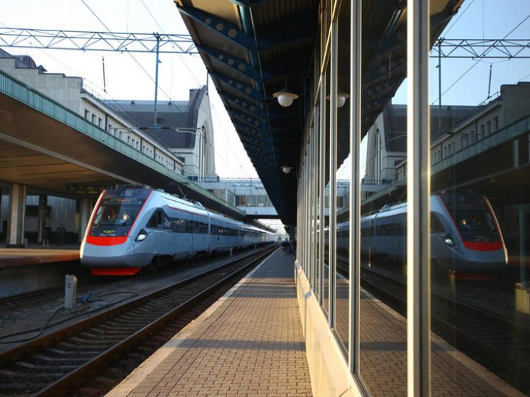 Сторонній предмет нарейках став причиною несправності електропоїзда КВБЗ «Тарпан»