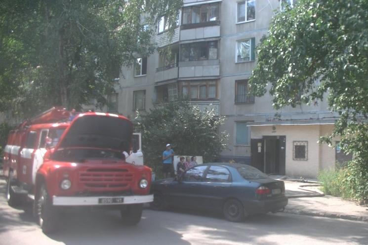 Воперации потушению лесного пожара под Харьковом задействован вертолет