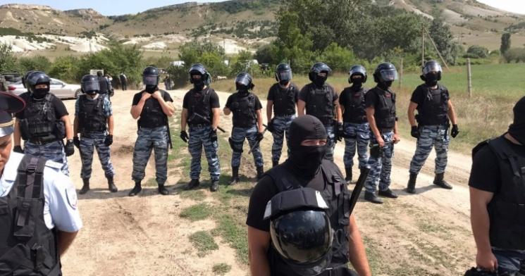 Русские силовики блокируют акцию крымских татар— Обстановка накаляется