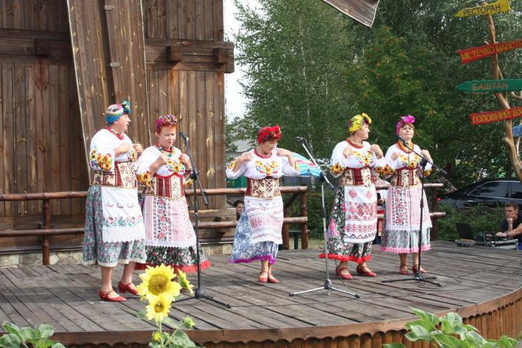 НаСорочинской ярмарке был представлен наибольший вУкраинском государстве каравай
