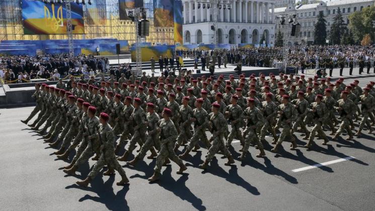 В Киеве начался военный парад ко Дню Нез…