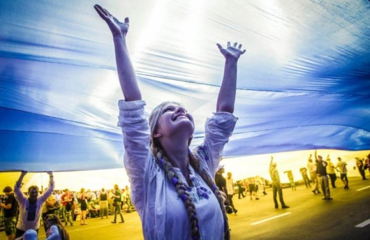 Вражаючий концерт, сцена на воді та унікальні вишиванки: Святкові вихідні в Харкові