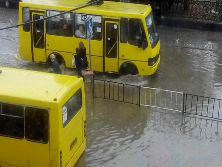 До Львова прийшла буря (ВІДЕО)