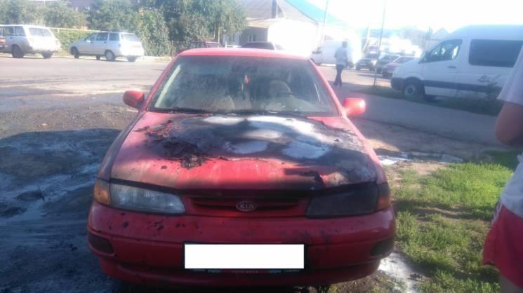 На Сумщині у чоловіка під час їзди загорілась автівка (ФОТО)