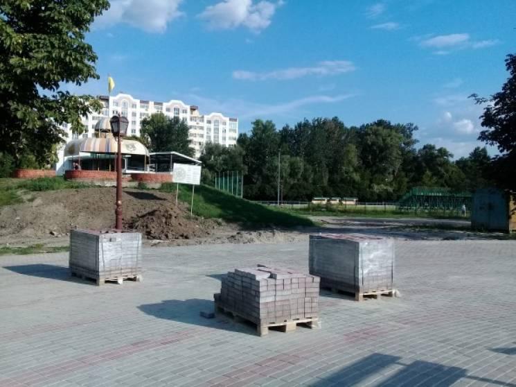 """У парку """"Казка"""" встановлять фонтан (ФОТО)"""