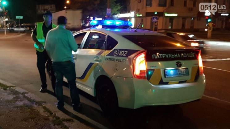 У центрі Миколаєва іномарка протаранила пішохода: Чоловік перебігав дорогу на червоне світло