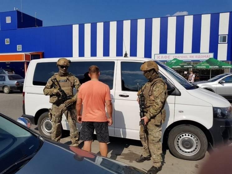 Інспектора Сумського прикордонного загону спіймали на контрабанді товарів до Росії