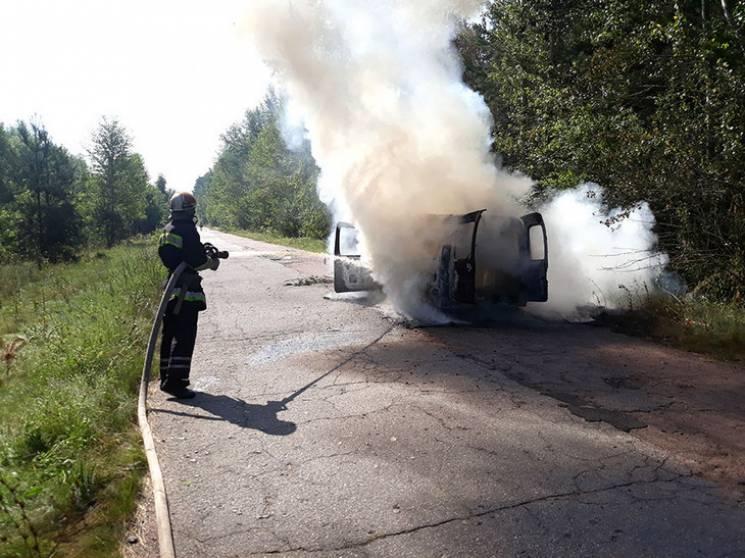 На Полтавщині посеред автодороги загорів…
