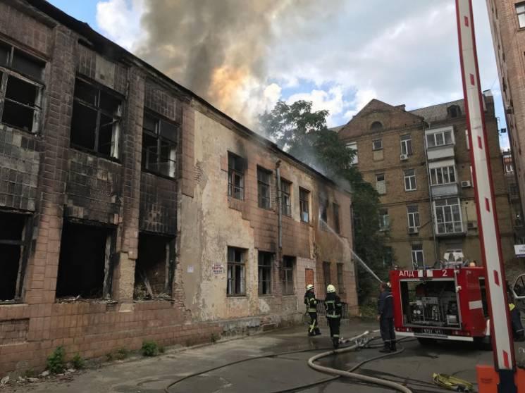 Відео дня: Смертельна інфекція в Україні і пожежа у центрі Києва