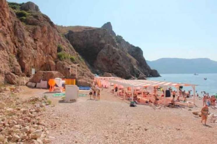 """Туристів на пляжах в окупованому Севастополі може прибити """"камінням з неба"""""""