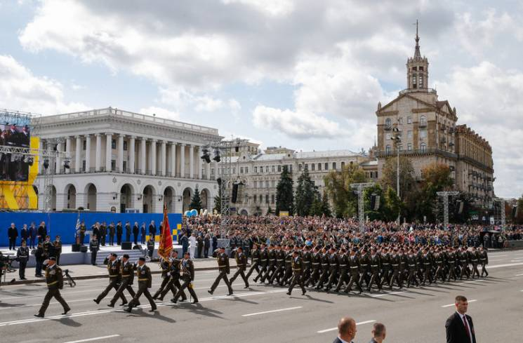 """""""Слава Україні"""" в армії: Хто найбільше попіариться на вичавлюванні радянщини"""