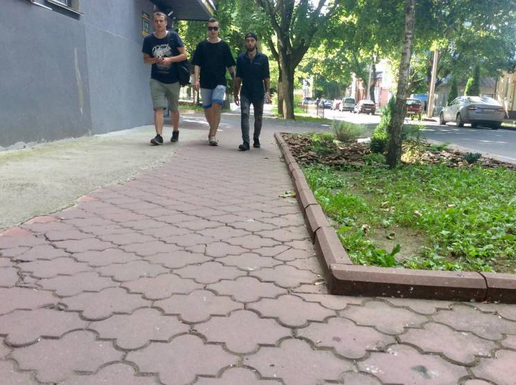 Один фотоакцент: Якими тротуарами ходять хмельничани (ФОТО)