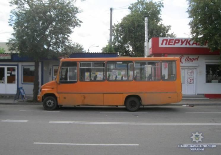 На Вінниччині, виходячи з маршрутки, травмувалася літня пасажирка (ФОТО)