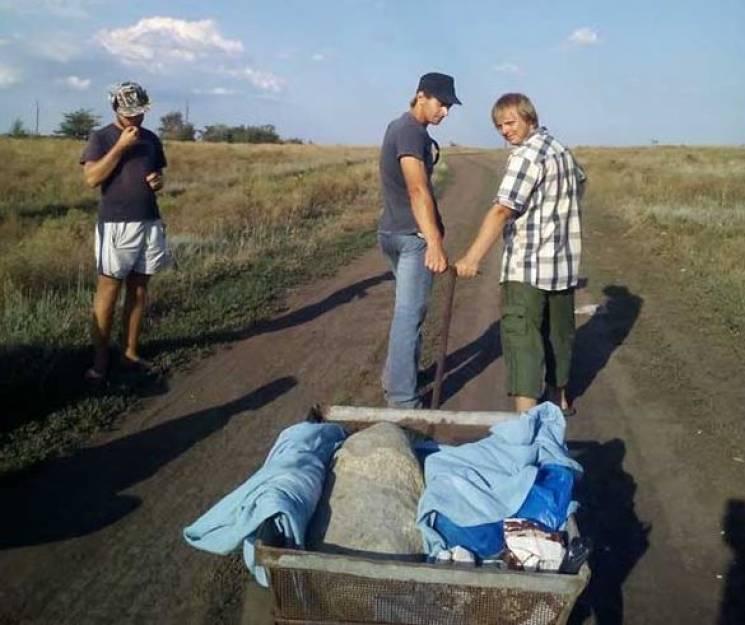 На Дніпропетровщині  археологи з курганного могильника відкопали стародавню стелу (ФОТО)