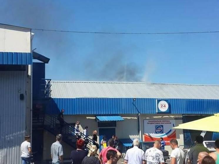 У Полтаві рятувальники гасять пожежу на Центральному ринку (ФОТО)