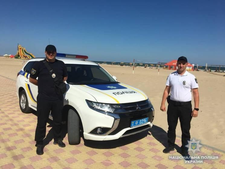 Київські копи допомогли туристці з Білорусі знайти сина, що загубився на пляжі у Затоці