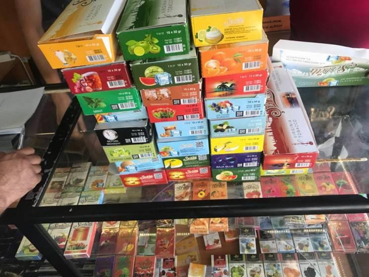 У Харкові розкрили молодих бізнесменів, які незаконно торгували тютюном та алкоголем (ФОТО)