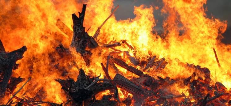 На Тернопільщині заживо згорів літній чоловік