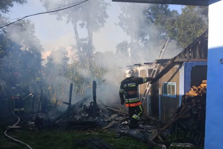 На Хмельниччині рятувальники ліквідували пожежу (ФОТО)
