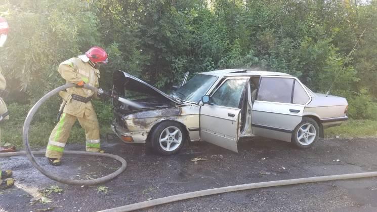 Буковинські вогнеборці загасили дві автівки