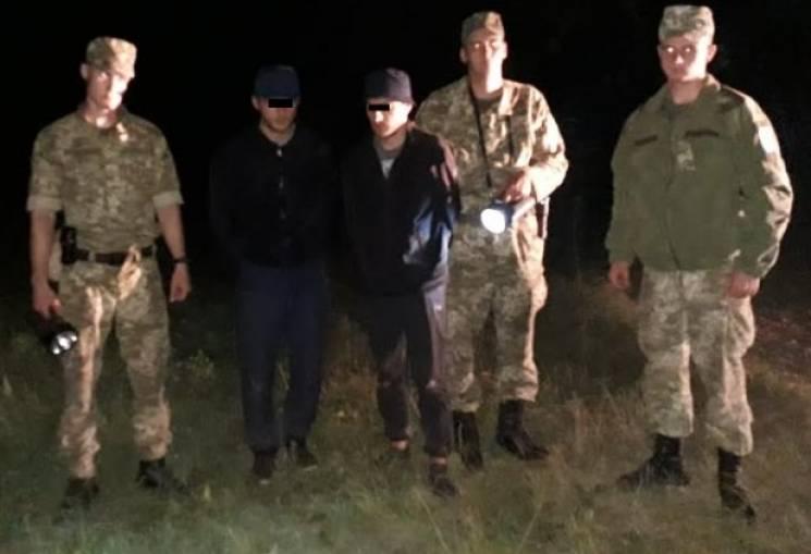 Неподалік кордону на Закарпатті затримали двох нелегалів із Чечні (ФОТО)