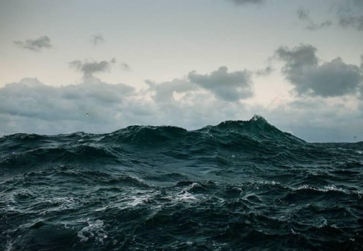 На запорізькому курорті в штормовому морі зник підліток