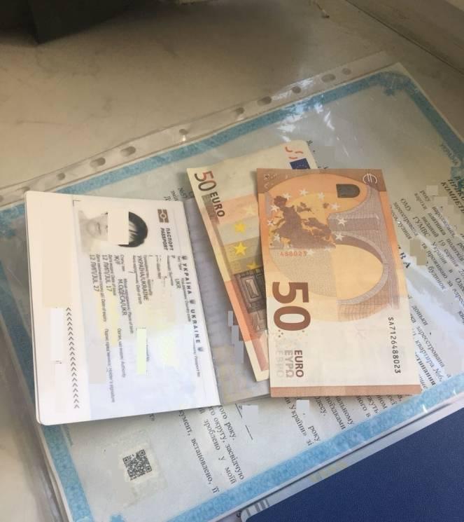 Одеситка намагалася підкупити львівських прикордонників за сотню євро