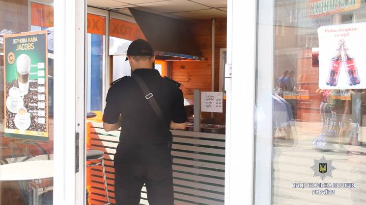 У Харкові поліція перевіряє торговців шаурмою: Виявлені порушення (ФОТО)