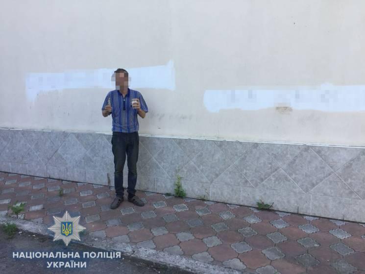 На Одещині на стіні магазину з'явились антиукраїнські написи (ФОТО)
