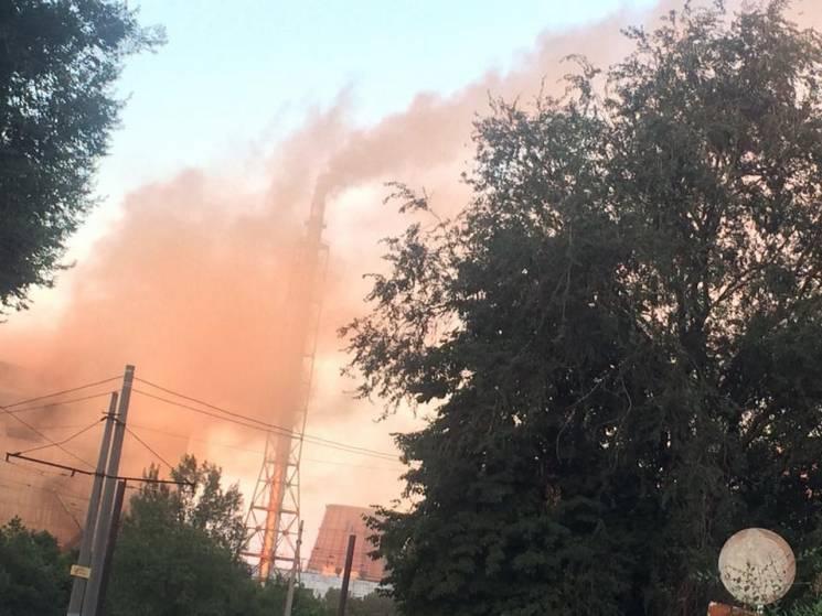 Завод на Дніпропетровщині вкриває місто червоним димом