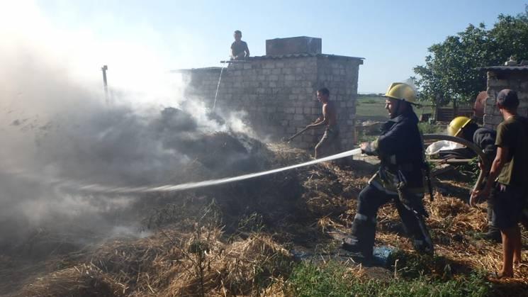 На Херсонщині згоріло 200 тюків соломи (ФОТО)
