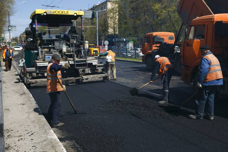 """""""Конверт"""" для комунальників Кернеса: Поліція розслідує масштабні розкрадання під час ремонту доріг"""