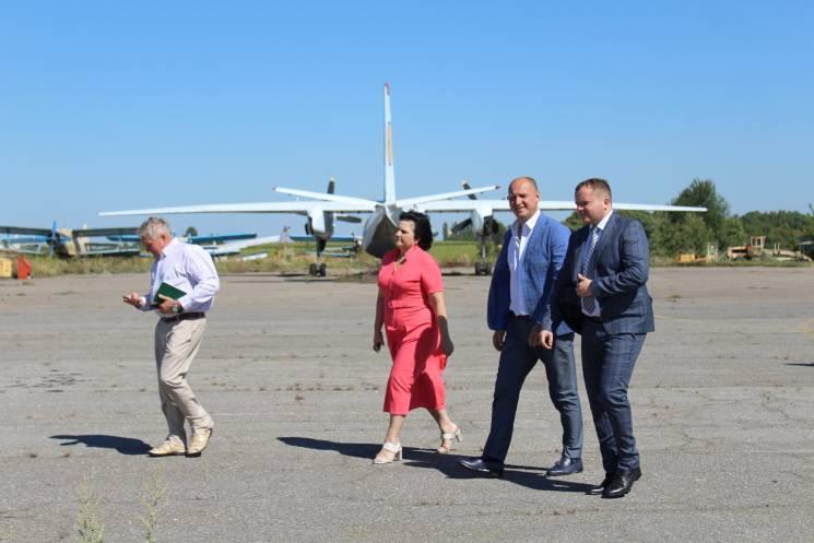"""""""Аеропорт Хмельницький"""": В планах запустити перші польоти, школу авіаторів і стоянку для вантажівок"""